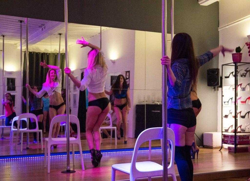 Cours de Pole dance pour un EVJF
